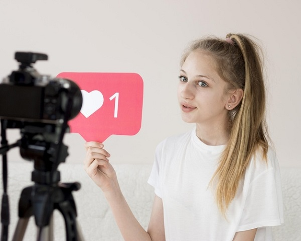 What are the criteria for choosing a topic for content on TikTok